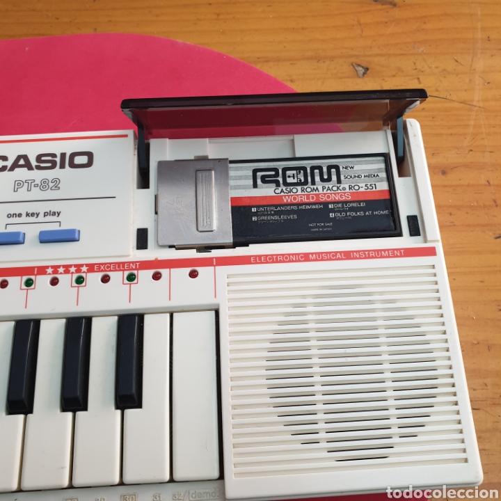 Instrumentos musicales: TECLADO ANTIGUO MARCA CASIO MODELO PT-82 CON CARTUCHO ROM PACK RO-551 WORLD SONGS - Foto 3 - 245548570