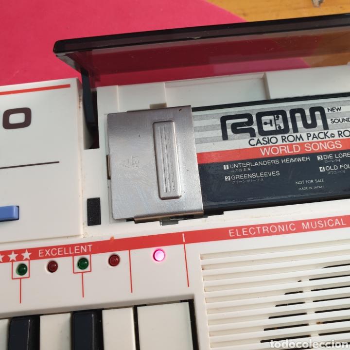 Instrumentos musicales: TECLADO ANTIGUO MARCA CASIO MODELO PT-82 CON CARTUCHO ROM PACK RO-551 WORLD SONGS - Foto 4 - 245548570