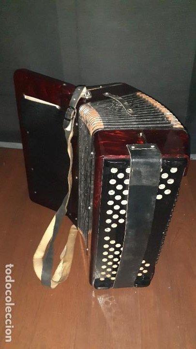 Instrumentos musicales: Acordeon HOHNER Verdi ll con su funda. - Foto 5 - 248314625