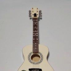 Instrumentos musicales: GUITARRA EN MINIATURA DE ELVIS PRESLEY. Lote 253029715