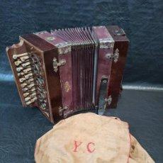 """Strumenti musicali: ANTIGUO ACORDEÓN MARCA """"EL CID"""" CON FUNDA BORDADA. C53. Lote 253216200"""