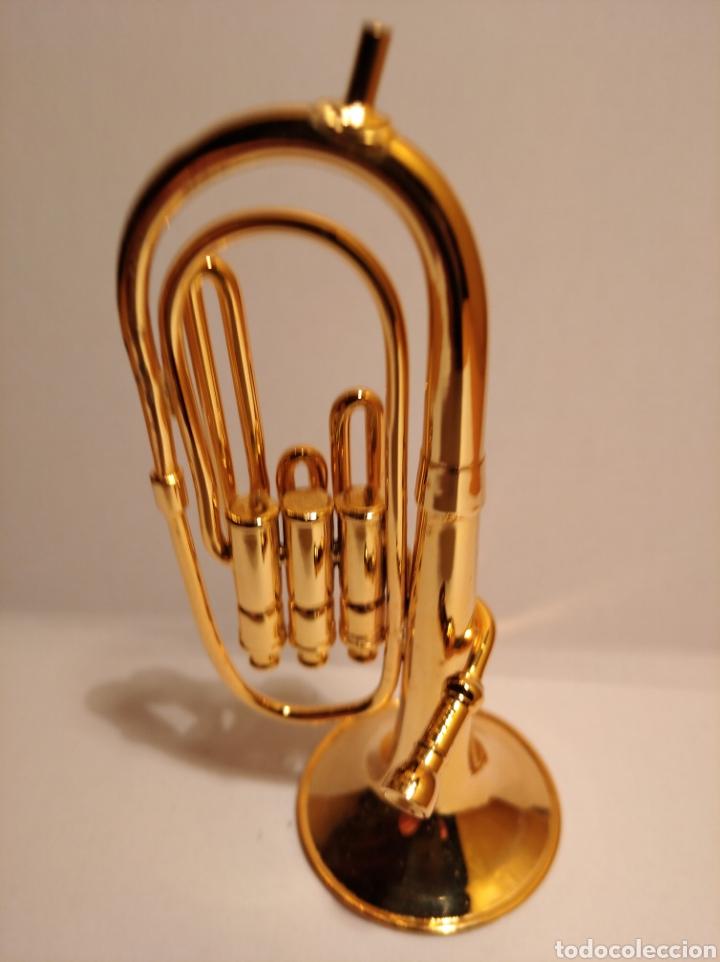 Instrumentos musicales: TUBA EN MINIATURA DE METAL. MINI TUBA DORADA. - Foto 3 - 254053530