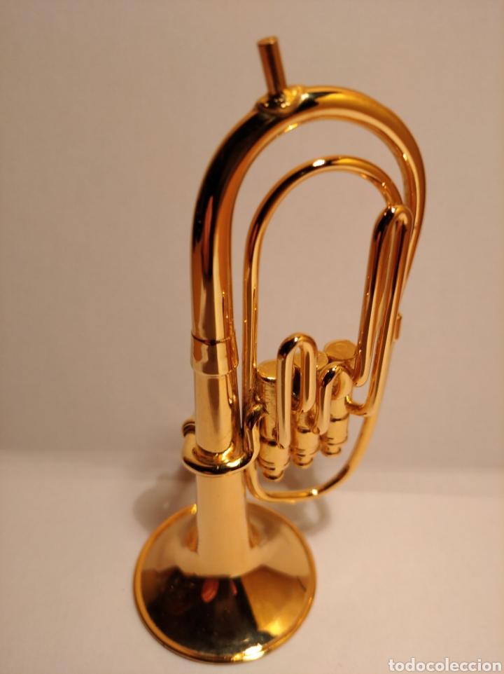 TUBA EN MINIATURA DE METAL. MINI TUBA DORADA. (Música - Instrumentos Musicales - Viento Metal)