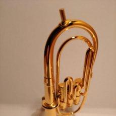 Instrumentos musicales: TUBA EN MINIATURA DE METAL. MINI TUBA DORADA.. Lote 254053530