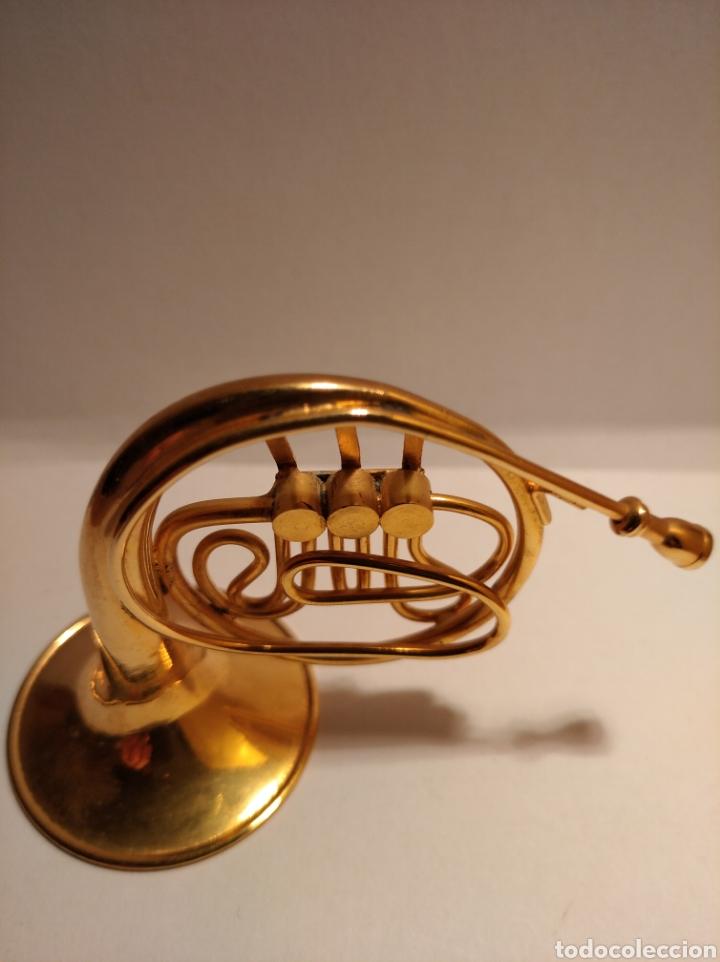 Instrumentos musicales: TROMPA EN MINIATURA DE METAL. MINI TROMPA DORADA. - Foto 2 - 254056130