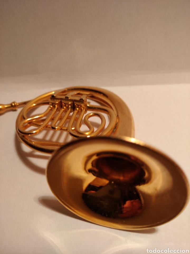 Instrumentos musicales: TROMPA EN MINIATURA DE METAL. MINI TROMPA DORADA. - Foto 4 - 254056130