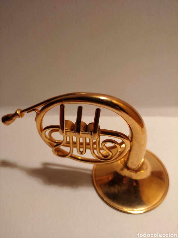 TROMPA EN MINIATURA DE METAL. MINI TROMPA DORADA. (Música - Instrumentos Musicales - Viento Metal)