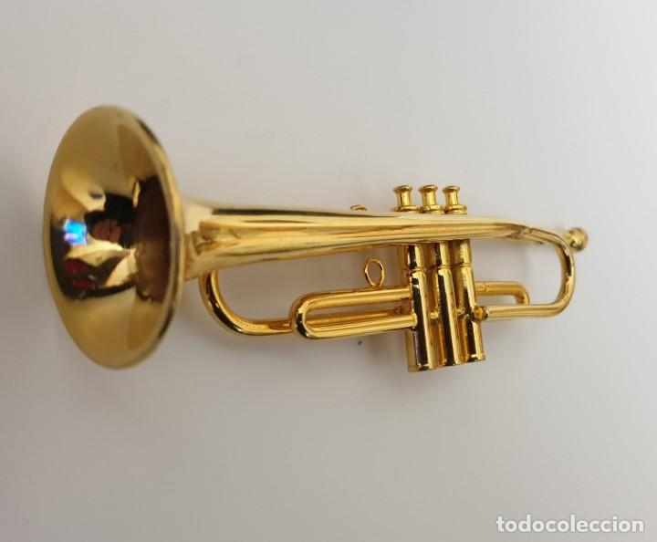 Instrumentos musicales: LOTE 4 INSTRUMENTOS VIENTO DE METAL EN MINIATURA 13-15 CM CON SU ESTUCHE TROMPETA SAXO TROMBON TUBA - Foto 2 - 254083265