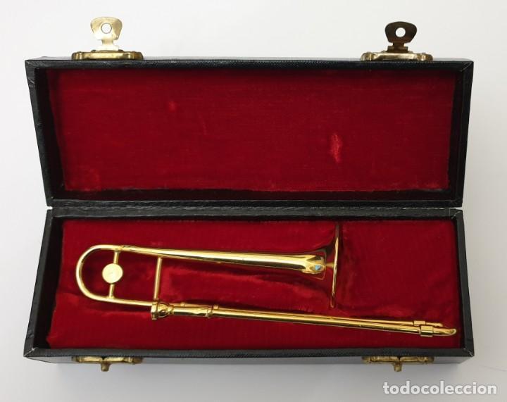 Instrumentos musicales: LOTE 4 INSTRUMENTOS VIENTO DE METAL EN MINIATURA 13-15 CM CON SU ESTUCHE TROMPETA SAXO TROMBON TUBA - Foto 5 - 254083265