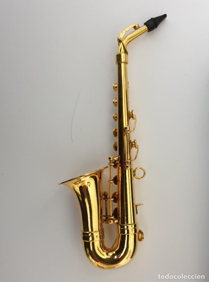 Instrumentos musicales: LOTE 4 INSTRUMENTOS VIENTO DE METAL EN MINIATURA 13-15 CM CON SU ESTUCHE TROMPETA SAXO TROMBON TUBA - Foto 10 - 254083265