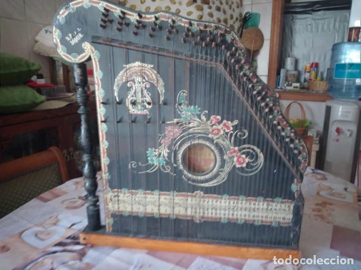 Instrumentos musicales: Antigua citara , concert mandolin zither 80 cuerdas, madera policromada. - Foto 2 - 254594645