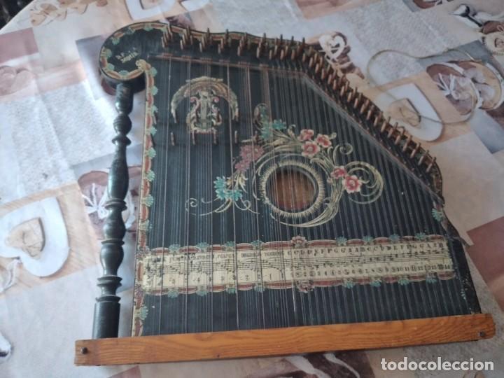 Instrumentos musicales: Antigua citara , concert mandolin zither 80 cuerdas, madera policromada. - Foto 3 - 254594645