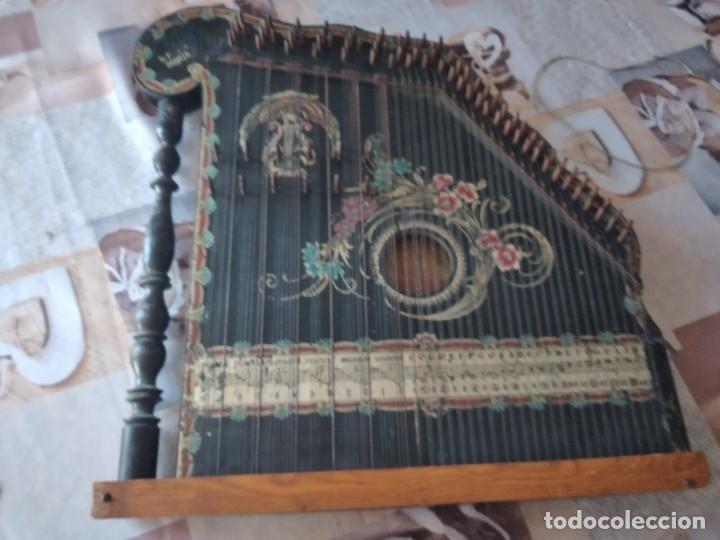 Instrumentos musicales: Antigua citara , concert mandolin zither 80 cuerdas, madera policromada. - Foto 4 - 254594645