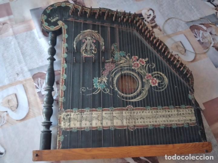 Instrumentos musicales: Antigua citara , concert mandolin zither 80 cuerdas, madera policromada. - Foto 5 - 254594645