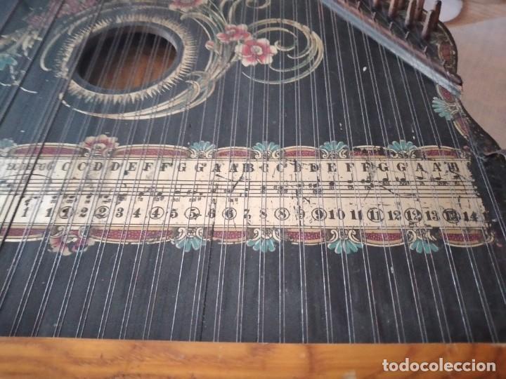 Instrumentos musicales: Antigua citara , concert mandolin zither 80 cuerdas, madera policromada. - Foto 8 - 254594645