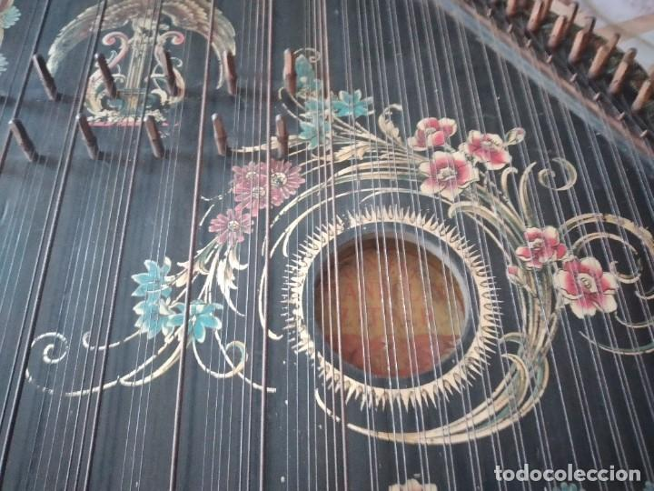 Instrumentos musicales: Antigua citara , concert mandolin zither 80 cuerdas, madera policromada. - Foto 9 - 254594645