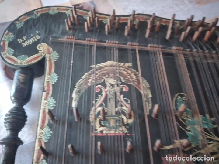 Instrumentos musicales: Antigua citara , concert mandolin zither 80 cuerdas, madera policromada. - Foto 10 - 254594645