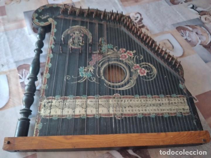 Instrumentos musicales: Antigua citara , concert mandolin zither 80 cuerdas, madera policromada. - Foto 15 - 254594645