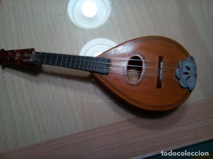 Instrumentos musicales: MANDOLINA EN MINIATURA CON ESTUCHE.20 CM. (Rf :VG/e) - Foto 2 - 254734120