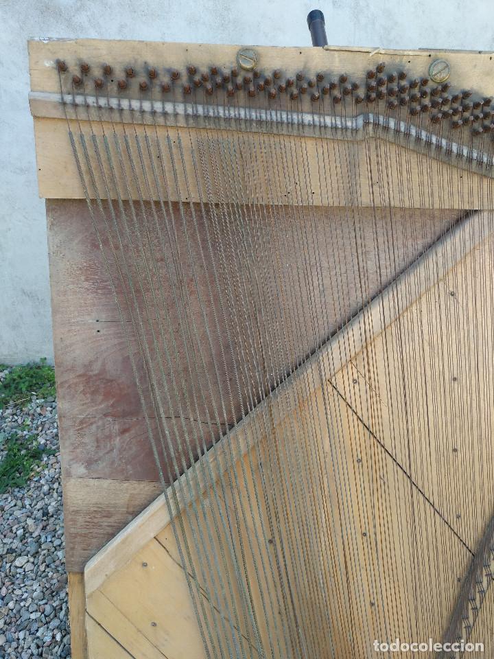 Instrumentos musicales: Arpa de piano de la fabrica de pianos de Theodor Wirth Barcelona 1941. - Foto 3 - 254772575
