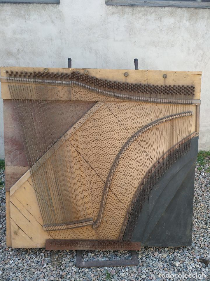 Instrumentos musicales: Arpa de piano de la fabrica de pianos de Theodor Wirth Barcelona 1941. - Foto 11 - 254772575