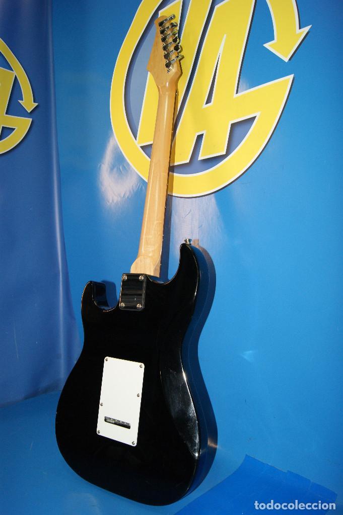 Instrumentos musicales: Guitarra eléctrica. Sonora. Con funda. Sin accesorios. - Foto 4 - 254877015