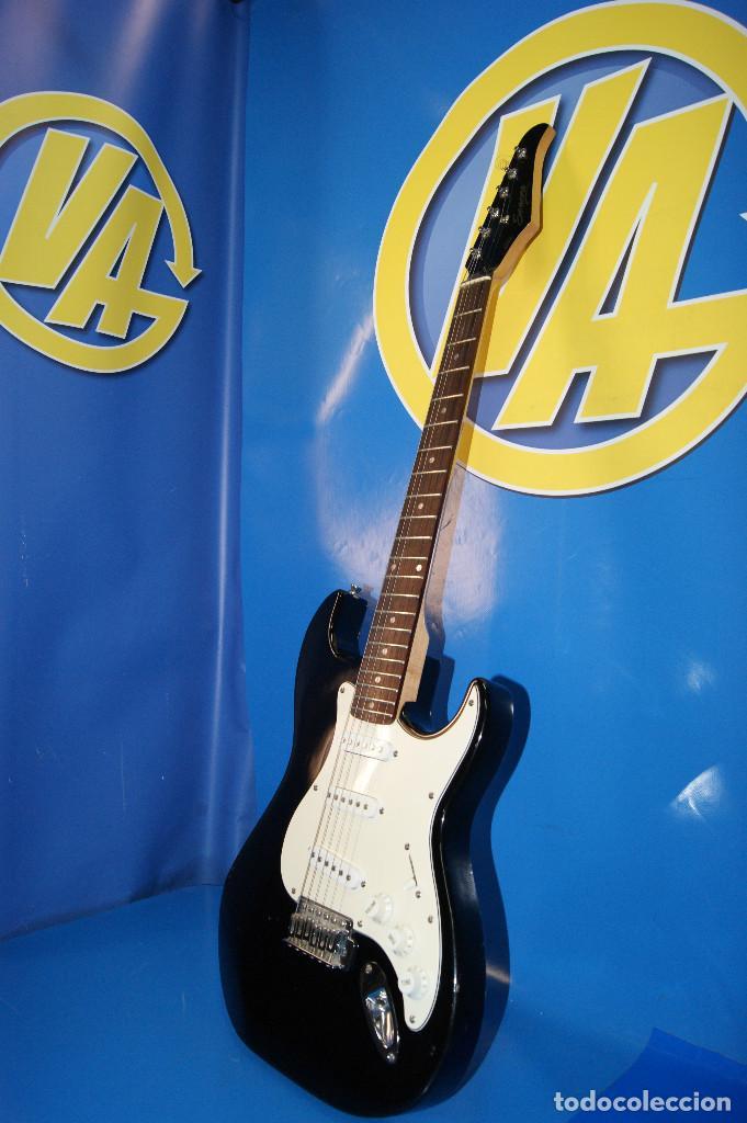 Instrumentos musicales: Guitarra eléctrica. Sonora. Con funda. Sin accesorios. - Foto 5 - 254877015