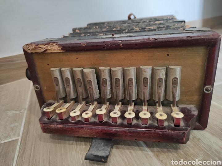 Instrumentos musicales: Antiguo acordeón o bandoneón, para restaurar o decoración - Foto 2 - 254940175