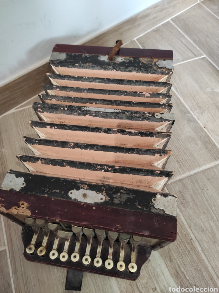 Instrumentos musicales: Antiguo acordeón o bandoneón, para restaurar o decoración - Foto 3 - 254940175