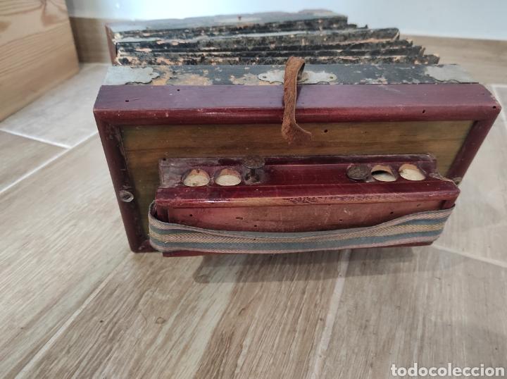 Instrumentos musicales: Antiguo acordeón o bandoneón, para restaurar o decoración - Foto 7 - 254940175