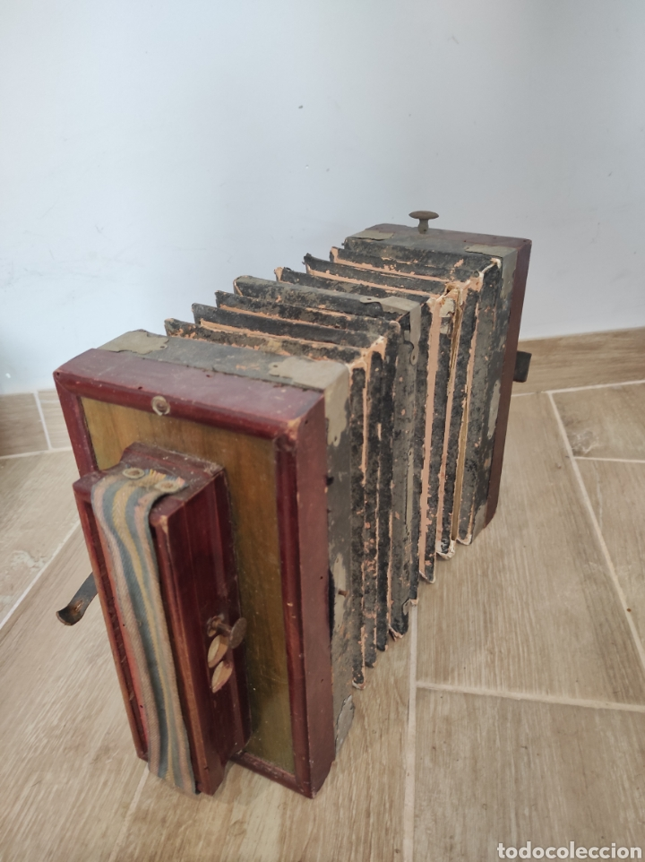 Instrumentos musicales: Antiguo acordeón o bandoneón, para restaurar o decoración - Foto 10 - 254940175