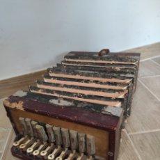 Instrumentos musicales: ANTIGUO ACORDEÓN O BANDONEÓN, PARA RESTAURAR O DECORACIÓN. Lote 254940175