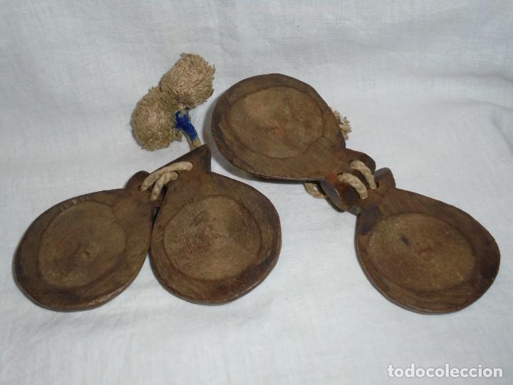 Instrumentos musicales: ANTIGUAS CASTAÑUELAS DE MADERA PINTADAS A MANO Y CON BORLAS - Foto 3 - 255003540