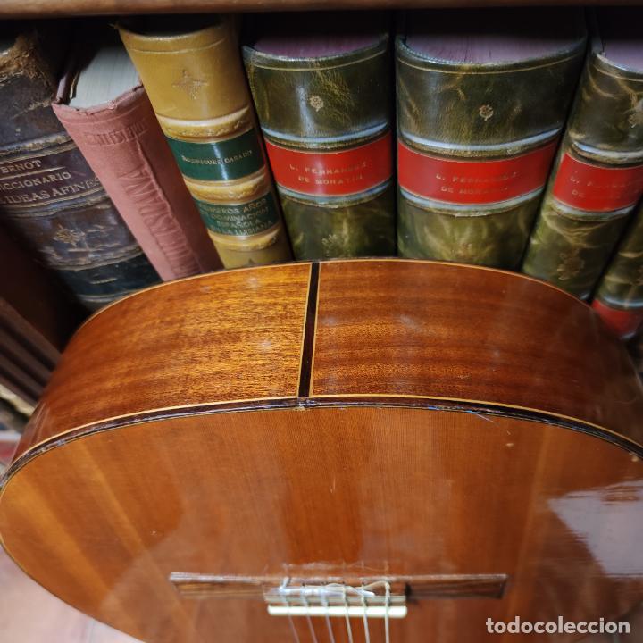 Instrumentos musicales: Guitarra española clásica. Garrido. Madrid. Revisada y recién encordada. Bonito sonido flamenco. - Foto 19 - 257957910