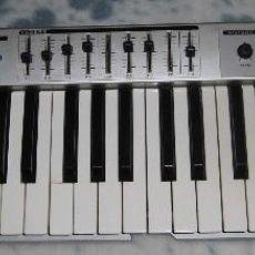 Instrumentos musicales: TECLADO MIDI EVOLUTION MK-449C. MUY USADO Y CON VARIOS DEFECTOS.. Lote 260851990