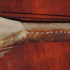 Instrumentos musicales: ANTIGUO TRABAJO PASTORIL, RABEL CON CUERPO Y MASTIL DE UNA SOLA PIEZA DE MADERA, ARTISTICAMENTE TALL. Lote 261331595
