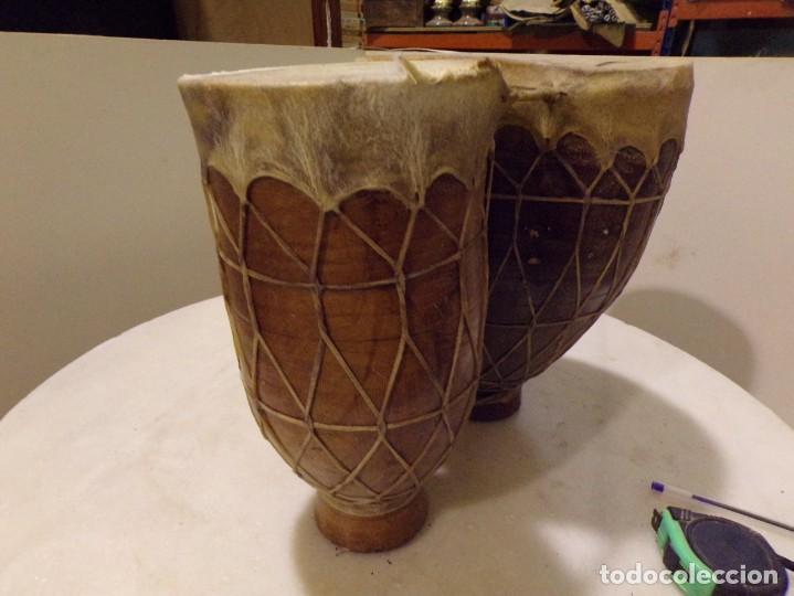 Instrumentos musicales: grande bongos tambores etnicos africanos de ceramica y piel en buen estado - Foto 3 - 262703575