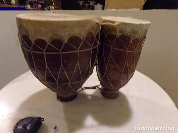 Instrumentos musicales: grande bongos tambores etnicos africanos de ceramica y piel en buen estado - Foto 7 - 262703575