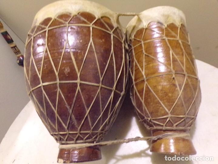 Instrumentos musicales: grande bongos tambores etnicos africanos de ceramica y piel en buen estado - Foto 8 - 262703575