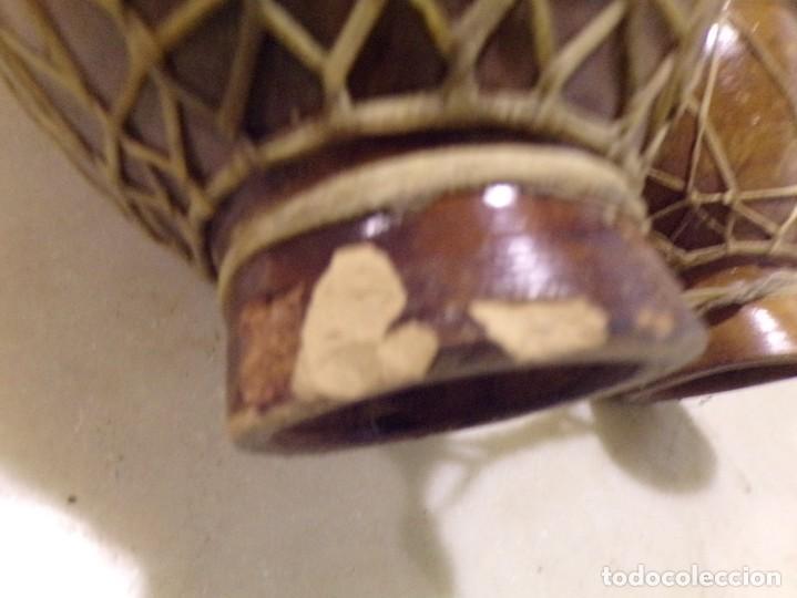 Instrumentos musicales: grande bongos tambores etnicos africanos de ceramica y piel en buen estado - Foto 10 - 262703575