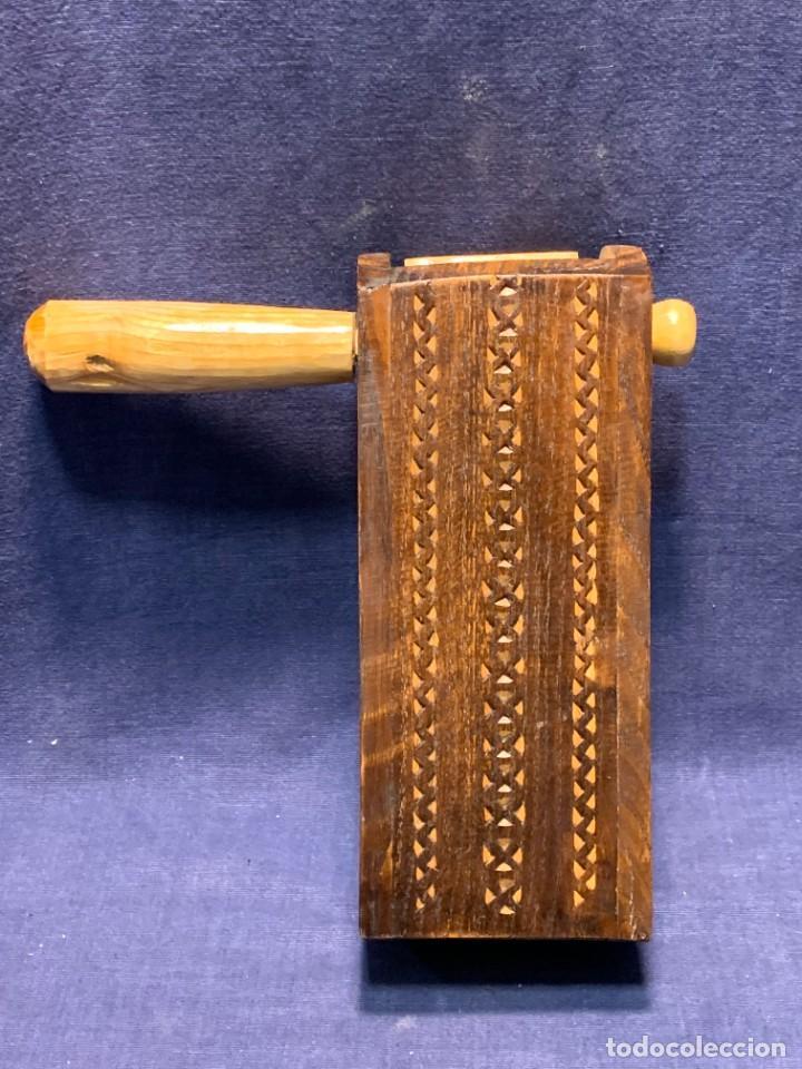 Instrumentos musicales: CARRACA ASTURIANA ARTESANIA ASTUR CASTAÑO SONIDO MUY FUERTE AÑOS 80 MOTIVOS INCISOS 20X7CMS - Foto 2 - 263065130