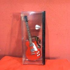 Instrumentos musicales: GUITARRA ELÉCTRICA MINIATURA - INSTRUMENTO MUSICAL ESCALA 1:4 MATERIAL: MADERA.METAL Y PLÁSTICO.. Lote 263925880
