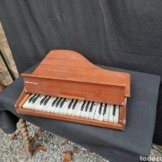 Instrumentos musicales: PEQUEÑO PIANO DE COLA DE MADERA. Lote 264066820