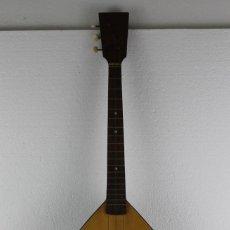 Instrumentos musicales: BALALAICA ORIGINAL DE LOS AÑOS 80. INSTRUMENTO MUSICAL RUSO DE 3 CUERDAS.. Lote 264143808