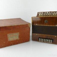 Instrumentos Musicais: ANTIGUO ACORDEÓN DE MADERA Y TECLAS DE NÁCAR EL CID. Lote 264749449