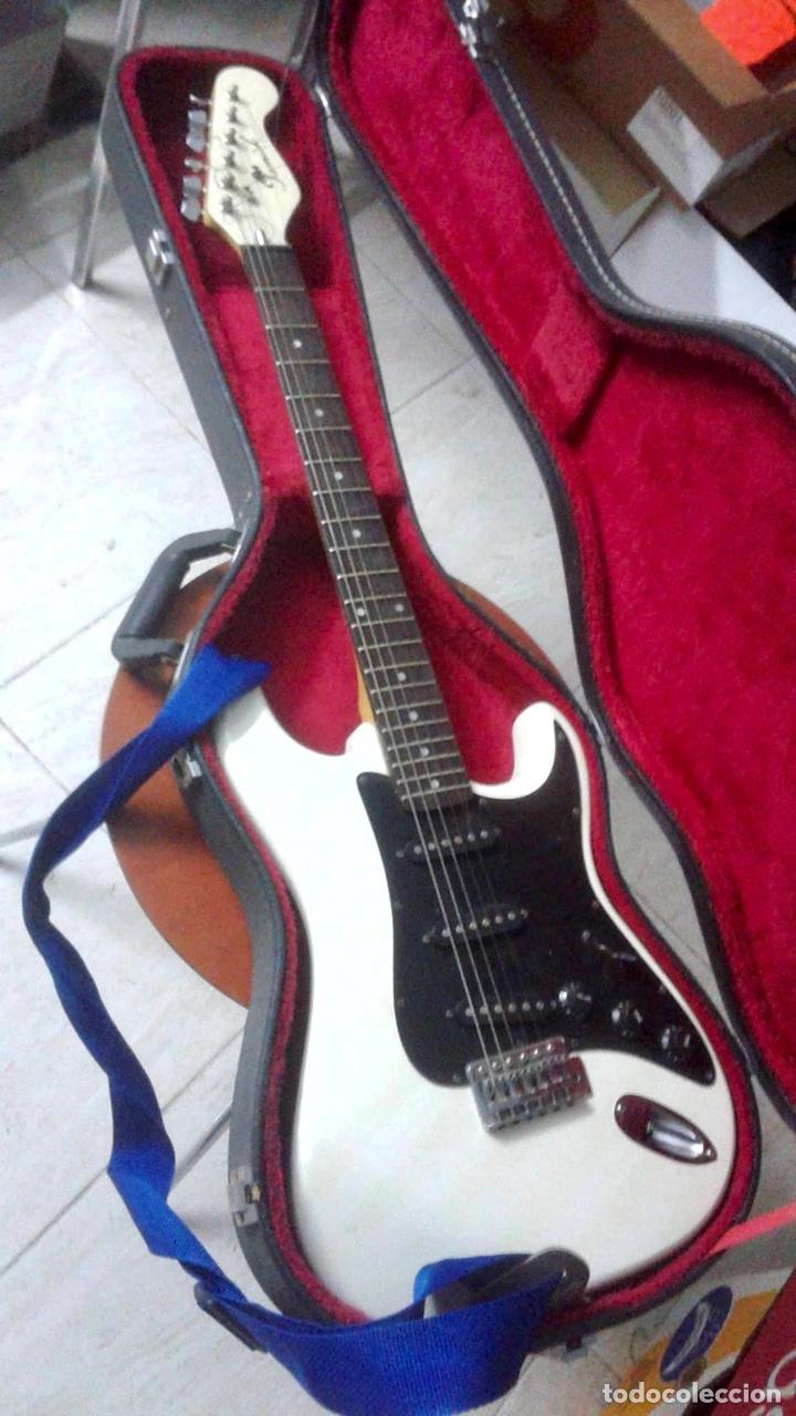 GUITARRA SAMICK (Música - Instrumentos Musicales - Guitarras Antiguas)