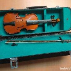 Instrumentos musicales: PEQUEÑO VIOLÍN. CON ARCO DE MADERA Y ESTUCHE. Lote 267345179