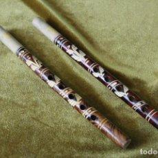 Instrumentos musicales: DOS FLAUTAS CORTAS, ARTESANÍA, MADERA, 25 CM. Lote 267897529