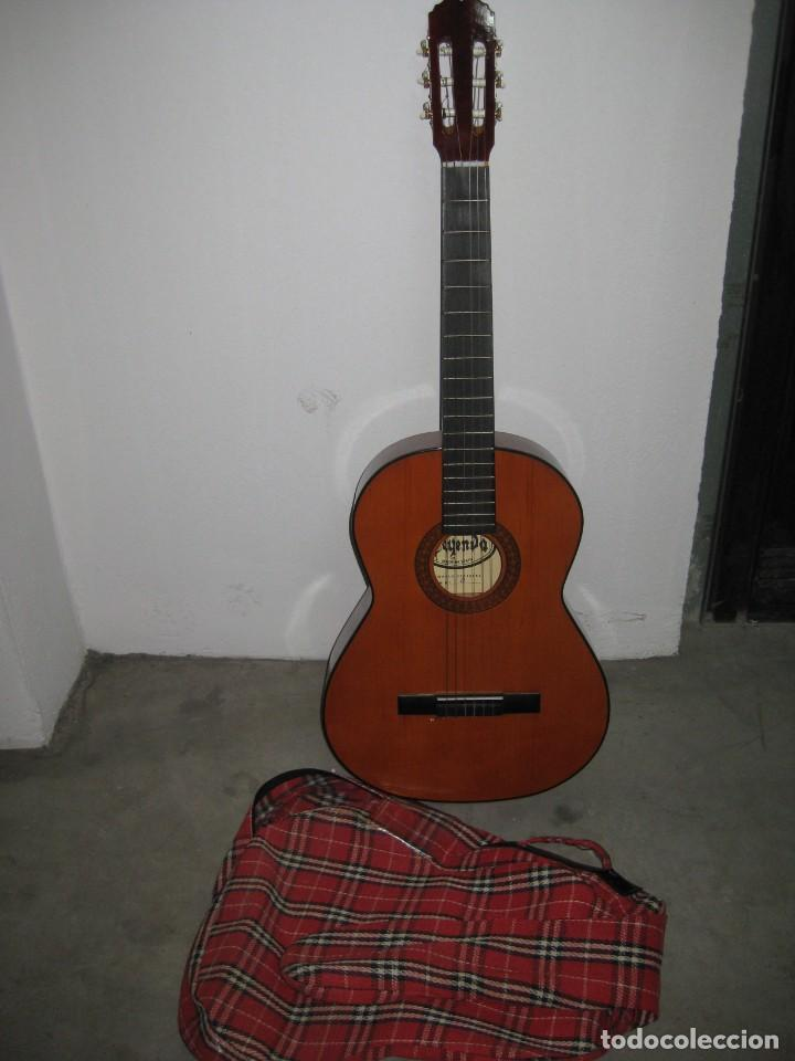 GUITARRA CLASICA CON SU FUNDA. LEYENDA. SPAIN. (Música - Instrumentos Musicales - Guitarras Antiguas)