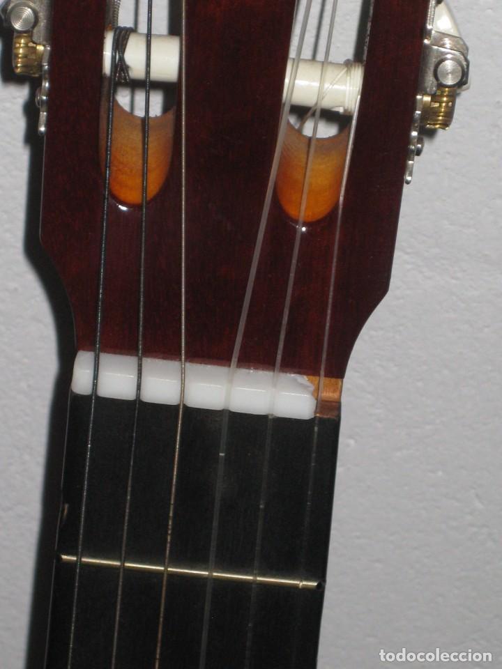 Instrumentos musicales: Guitarra clasica con su funda. Leyenda. Spain. - Foto 4 - 268889414